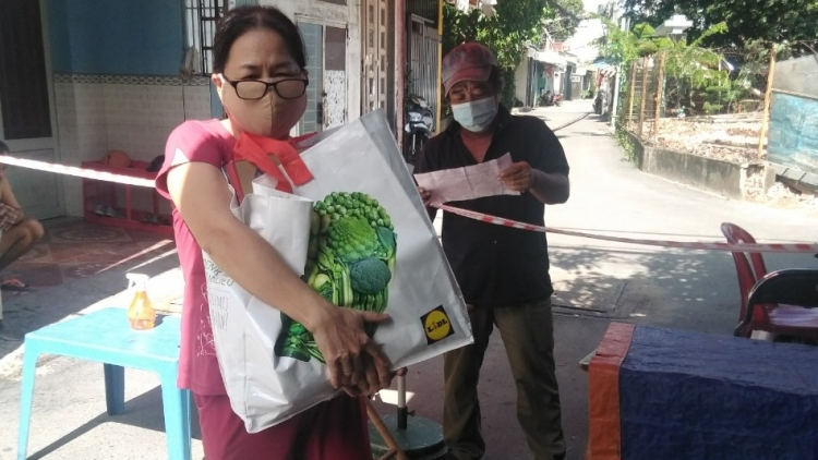 Hỗ trợ người dân tại các khu phong toả ở TP.HCM, tránh chỗ thiếu nơi thừa