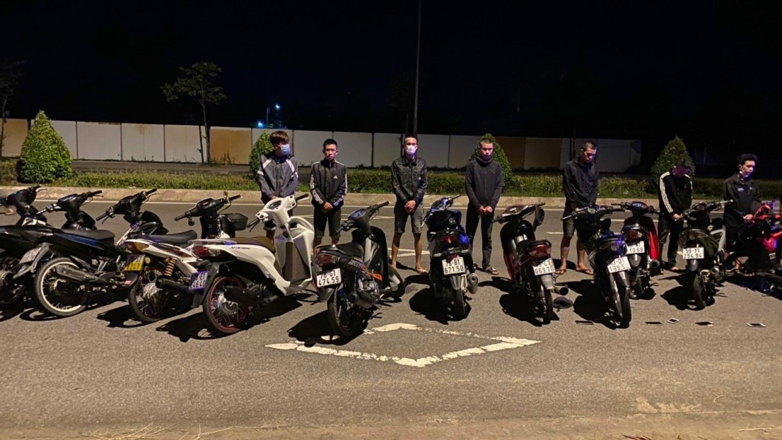 Vây ráp 30 đối tượng đua xe trái phép ở Quảng Ngãi