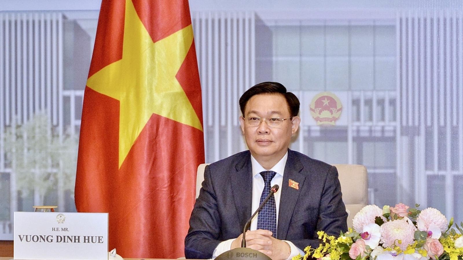 Chủ tịch Nhân đại Trung Quốc chúc mừng Chủ tịch Quốc hội Vương Đình Huệ