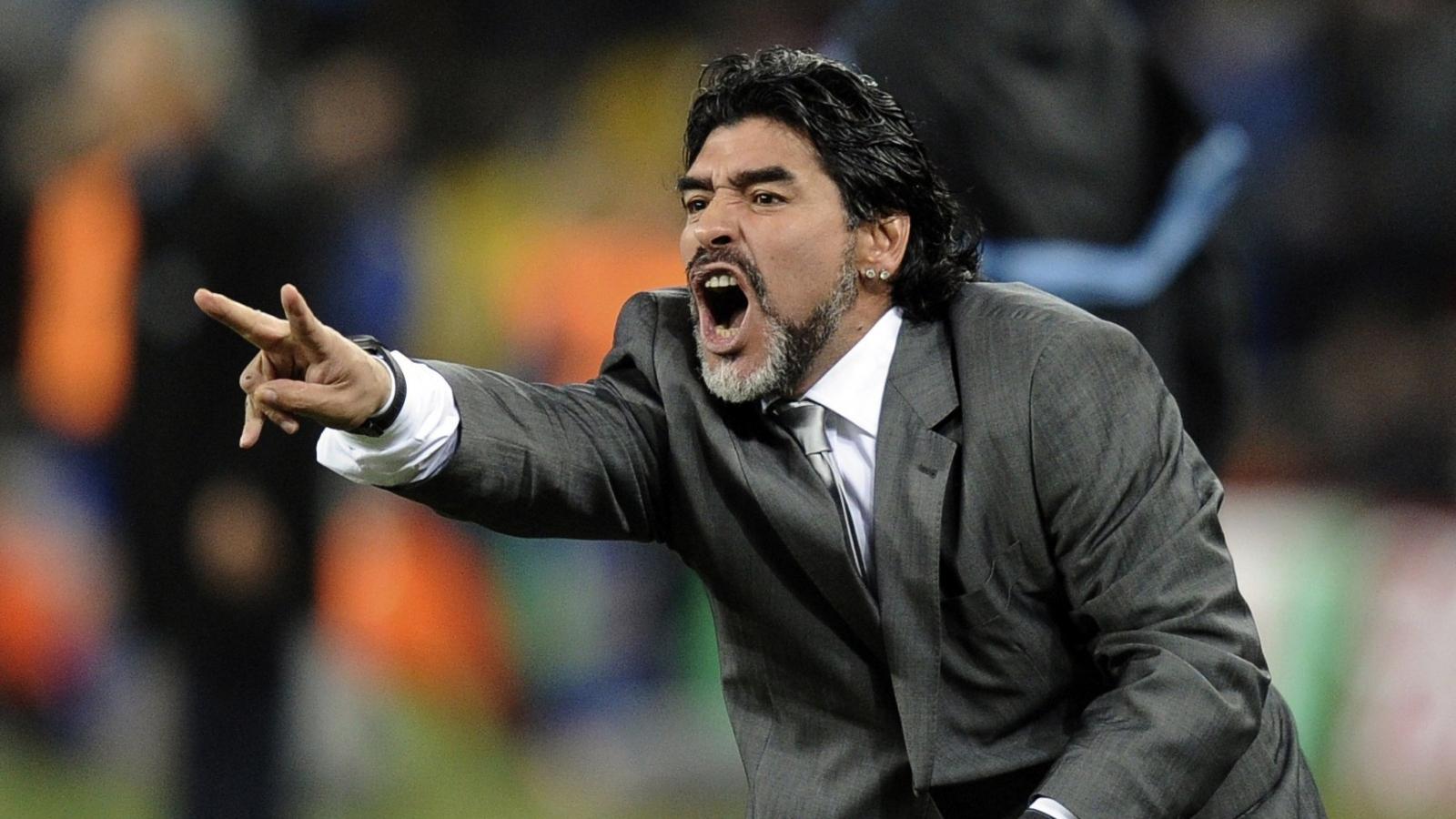 Ngày này năm xưa: Huyền thoại Maradona bị LĐBĐ Argentina sa thải