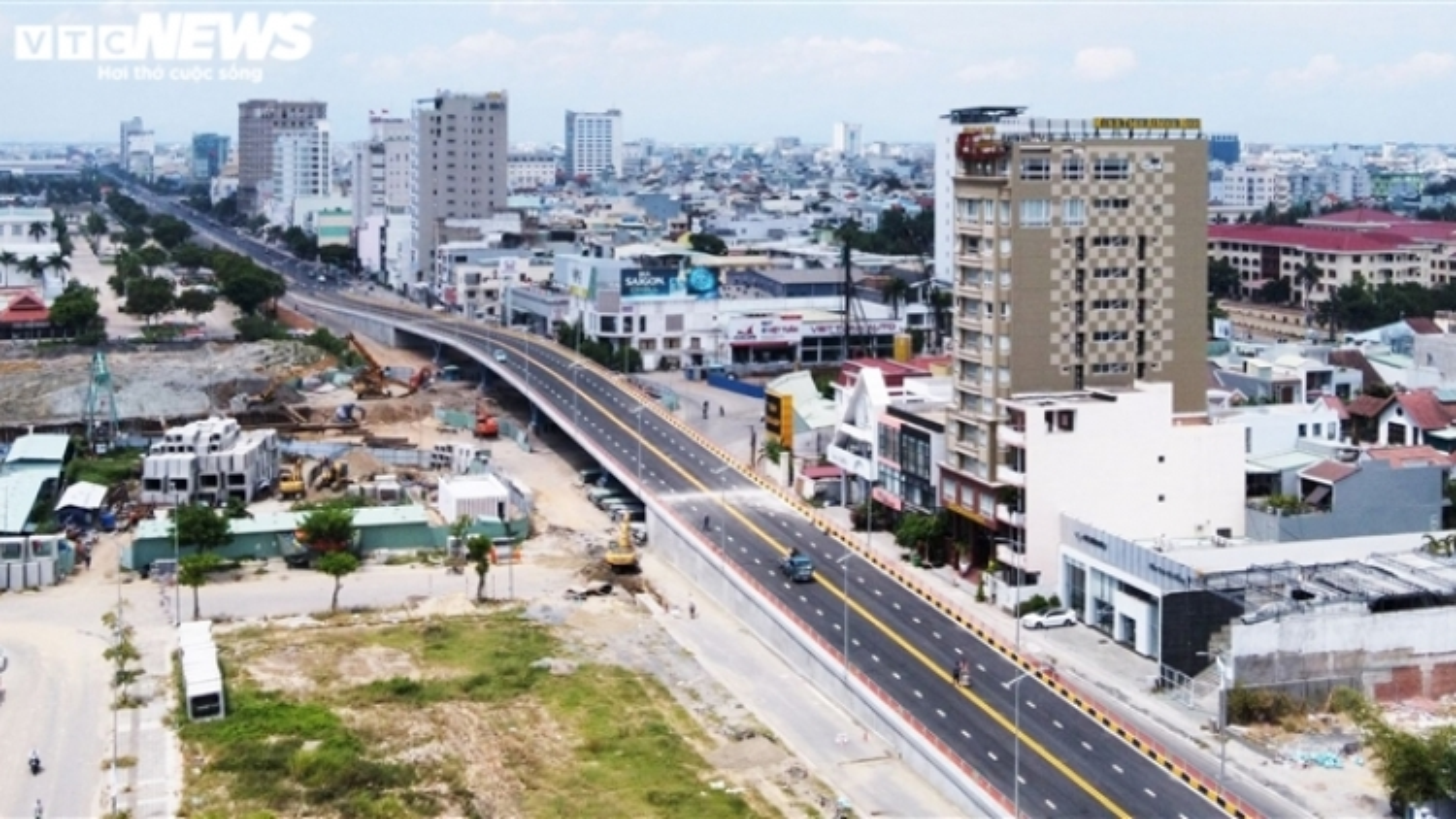 Ảnh: Cận cảnh cầu vượt nút giao thông 3 tầng hơn 723 tỷ đồng ở Đà Nẵng