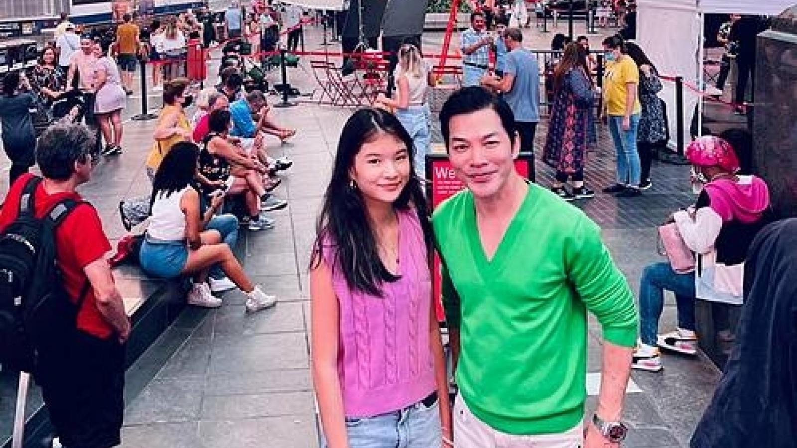 Chuyện showbiz: Bố con Trần Bảo Sơn vi vu trên phố Mỹ