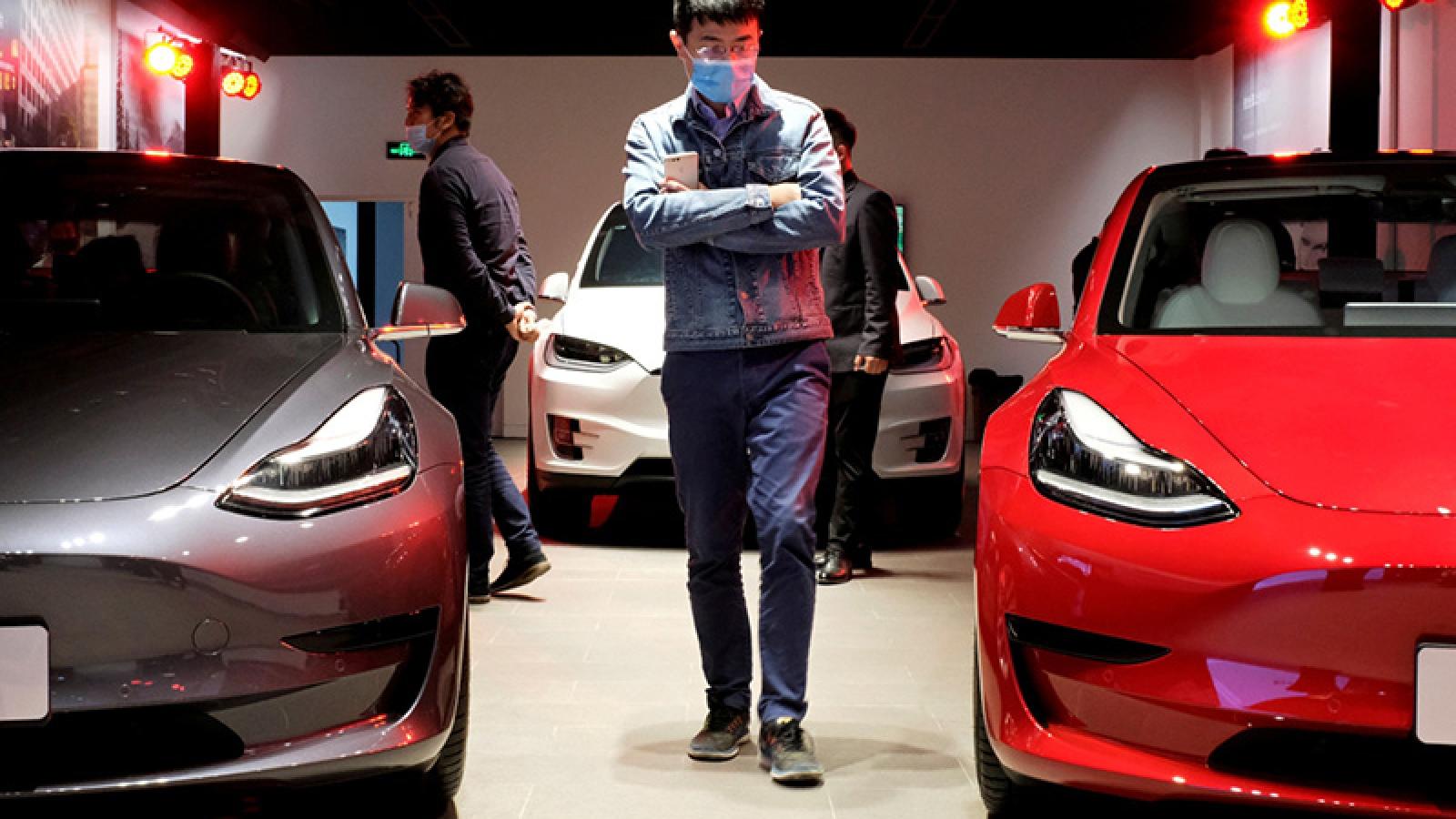 Tim Cook văng tục khi Elon Musk đòi trở thành CEO Apple