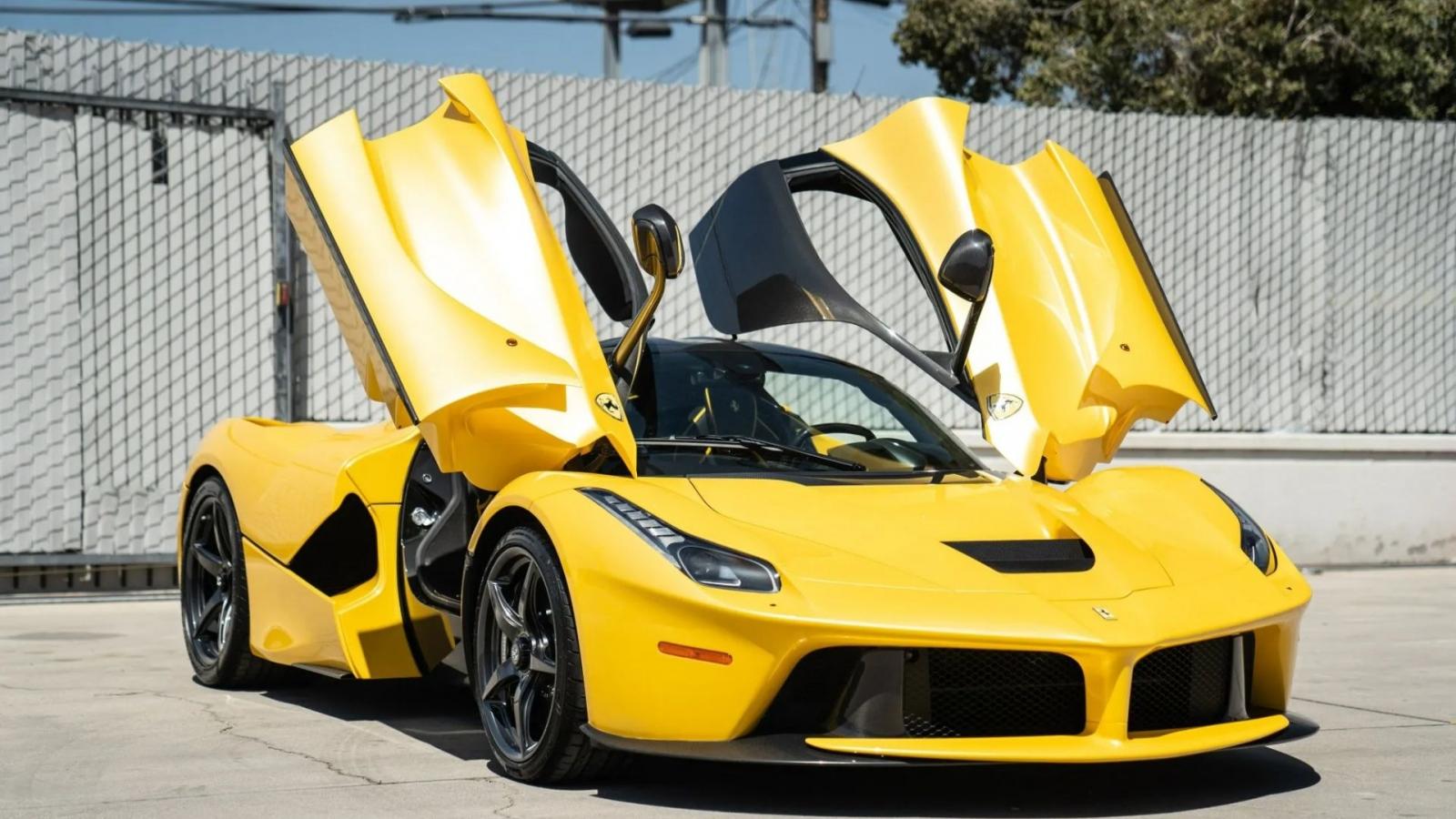 Ảnh chi tiết Ferrari LaFerrari sau 6 năm sử dụng vẫn được rao bán gần 100 tỷ đồng