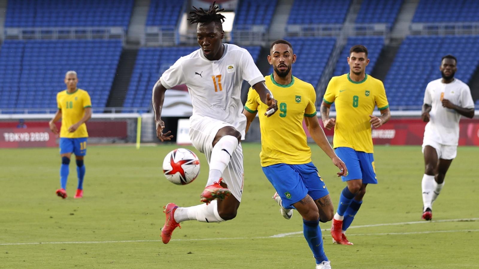"""""""Chấp người"""" từ phút 14, Brazil vẫn có 1 điểm trước Bờ Biển Ngà"""