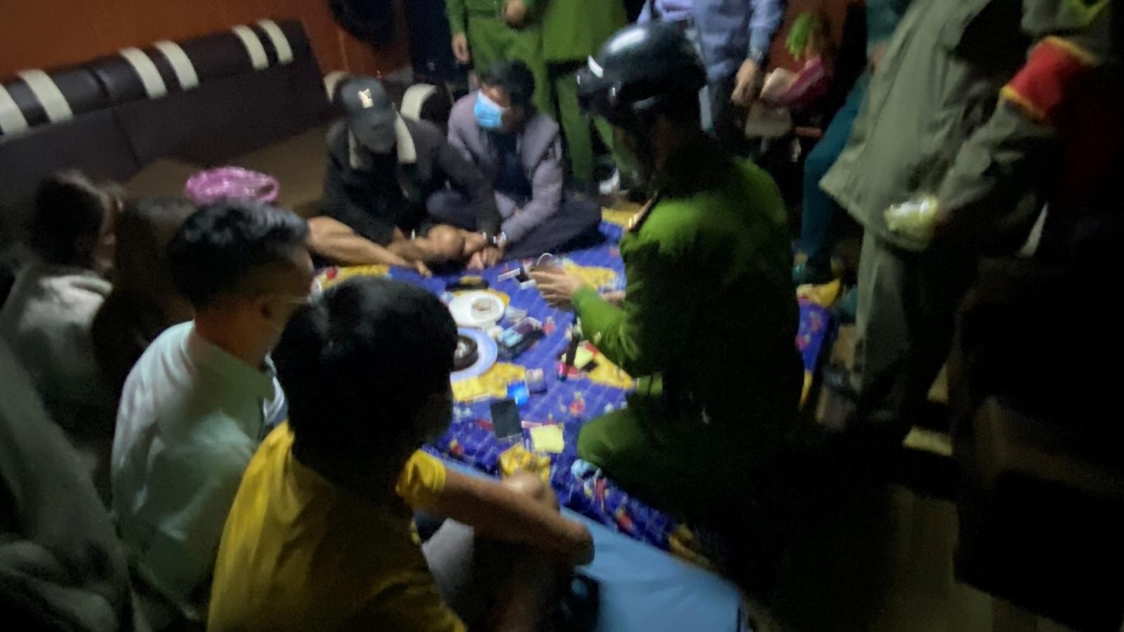 16 nam nữ dự tiệc sinh nhật giữa đại dịch, 10 người dương tính ma túy