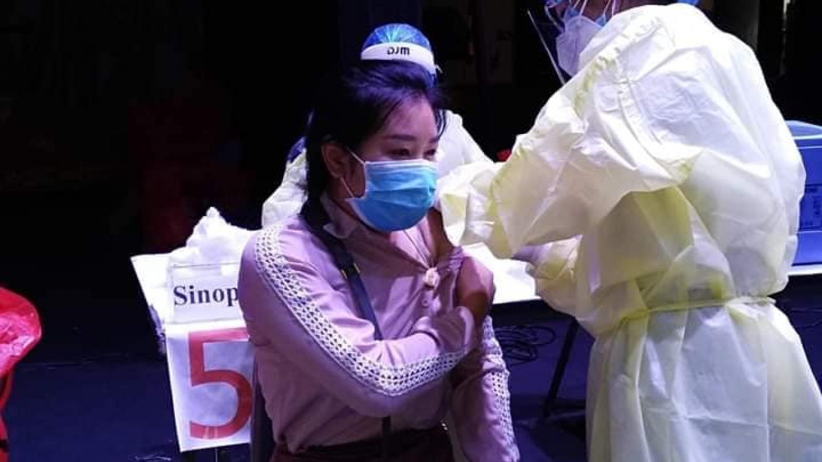 Lào đặtmục tiêutiêm vaccine cho50% dân sốtrong năm 2021