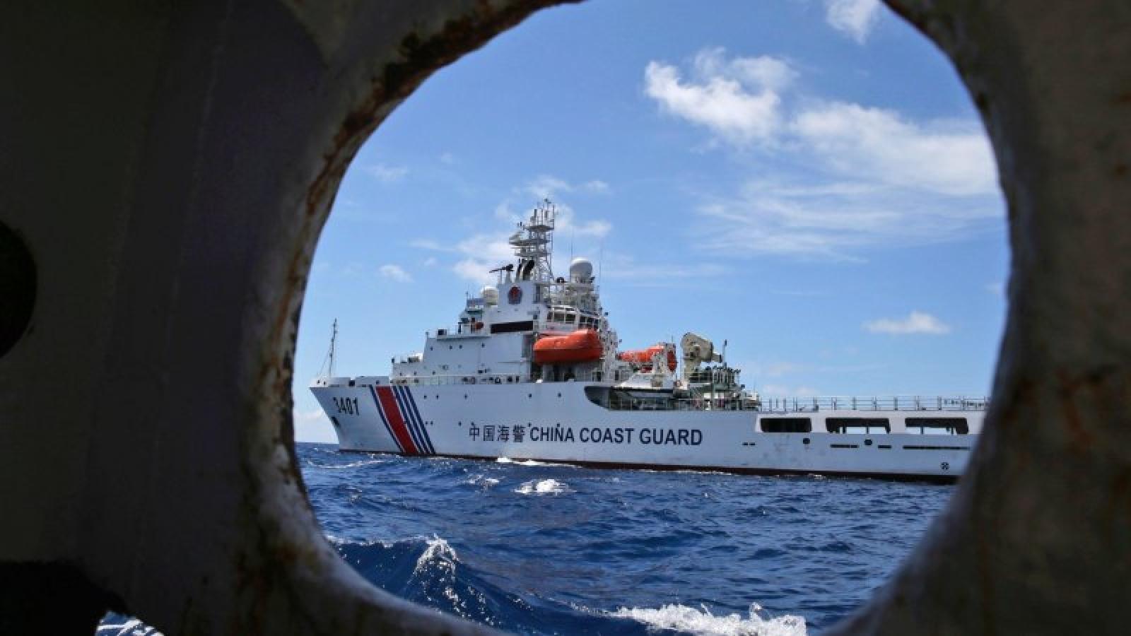 """Philippines sử dụng """"vũ khí"""" bí mật nhằm xua đuổi tàu thuyền Trung Quốc ở Biển Đông"""