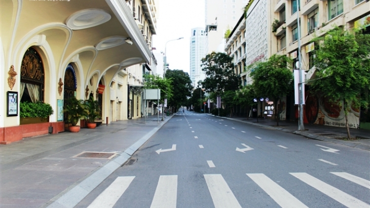 HCM City streets left empty as social distancing measures in effect