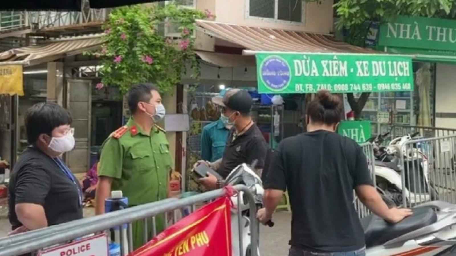 Phạt hai vợ chồng chống đối công an ở chốt kiểm dịch chợ Yên Phụ 6 triệu đồng