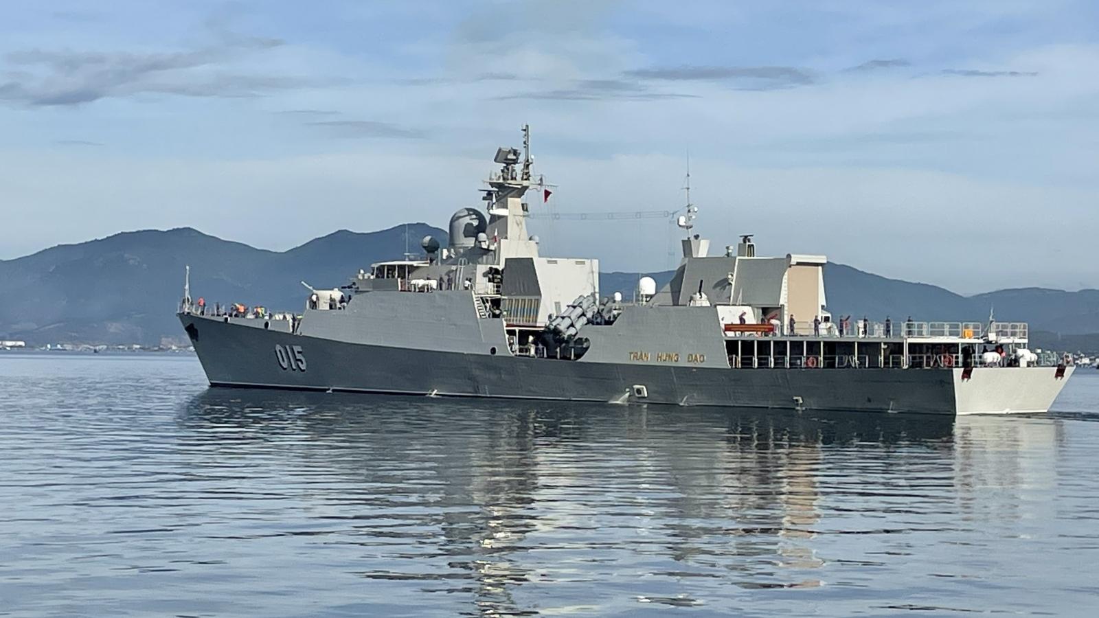 Hai tàu hộ vệ tên lửa của Việt Nam rời bến sang Nga dự Army Games
