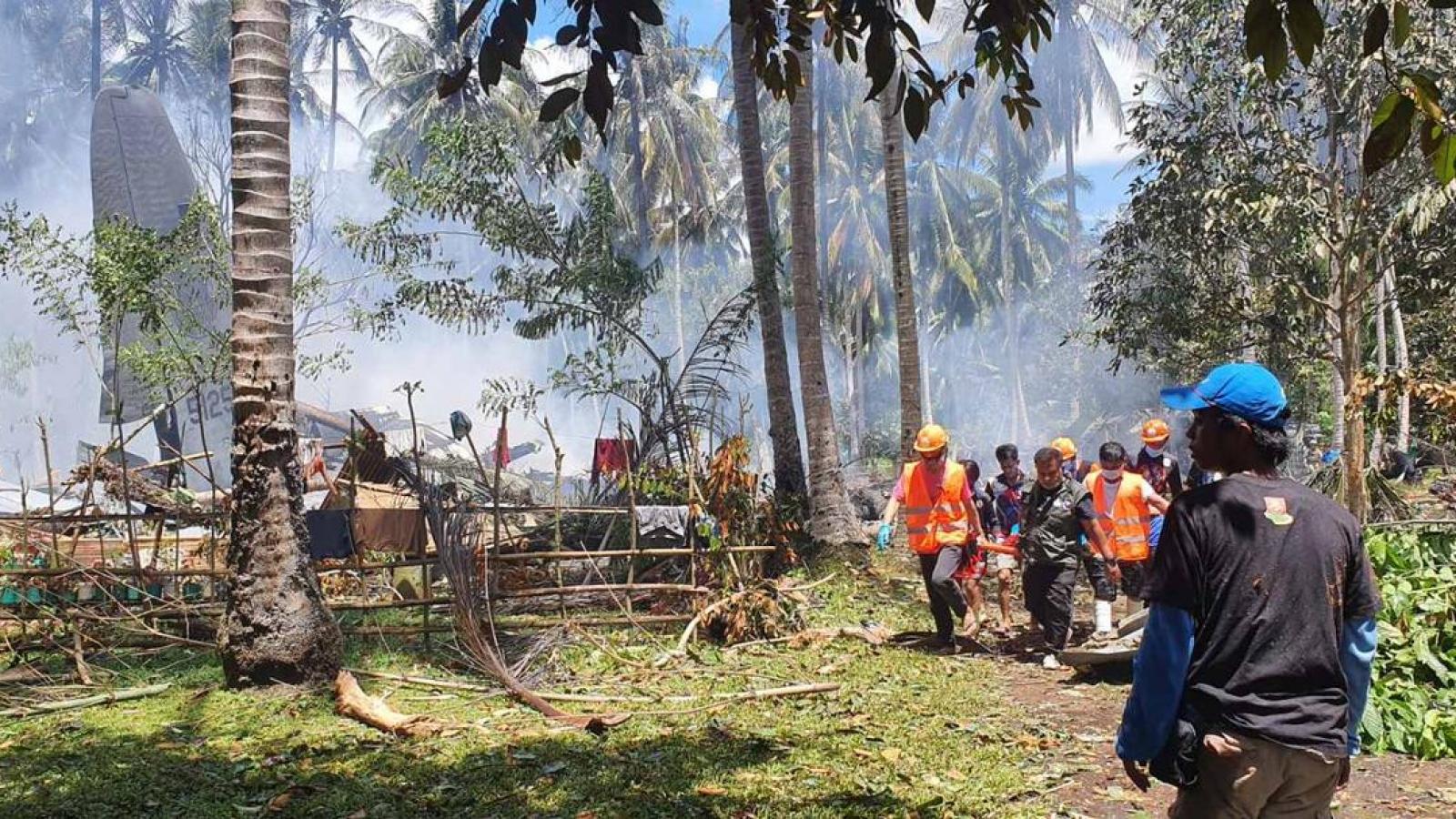 Philippines điều tra vụ máy bay rơi, trao huân chương cho binh sĩ hy sinh