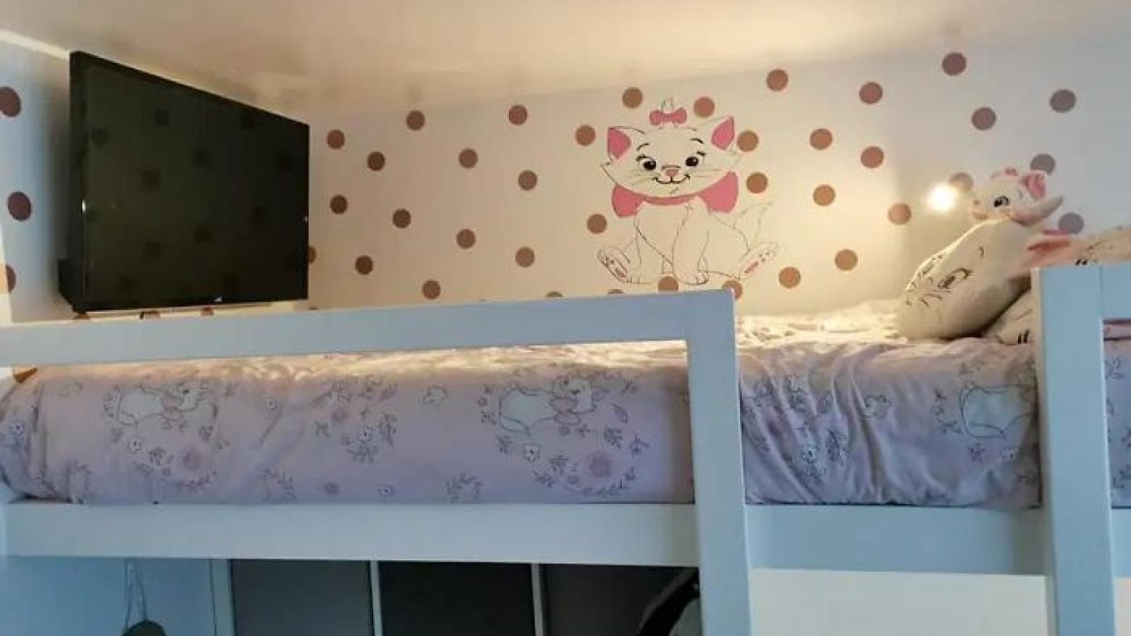Bà mẹ thiết kế lại căn phòng ngủ cho 3 cô con gái trở nên rộng rãi, thẩm mỹ hơn