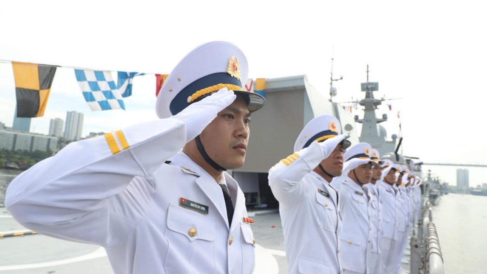 Biên đội tàu hộ vệ tên lửa của Hải quân Việt Nam tham dự Lễ duyệt binh tại Liên bang Nga