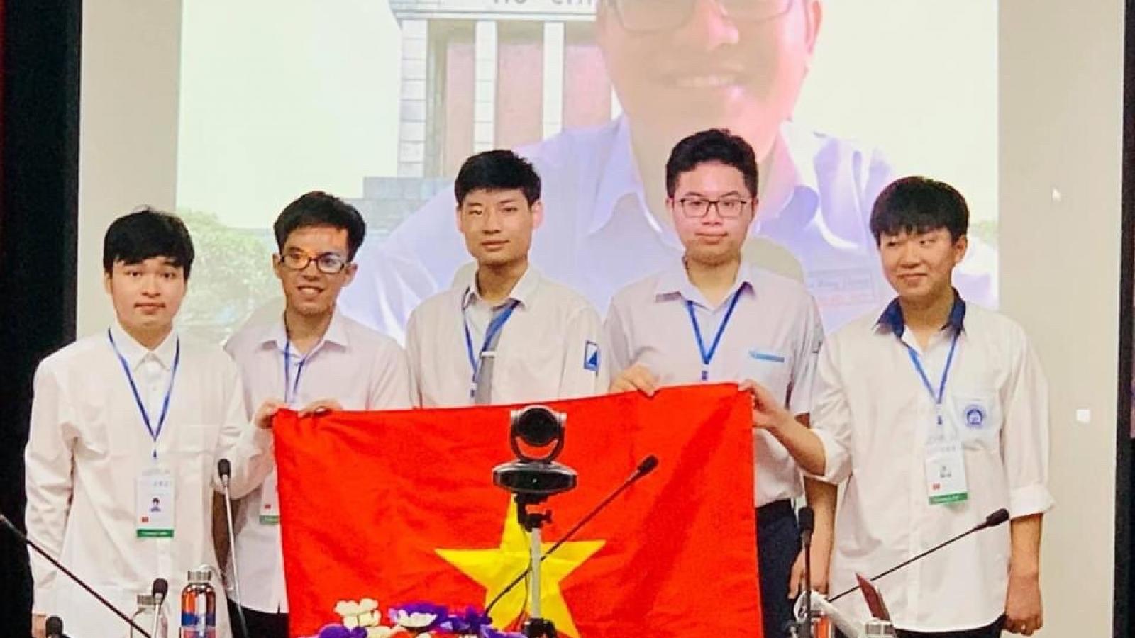 Hà Nội khen thưởng học sinhđạt thành tích tại các kỳ thi Olympic quốc tế 2021