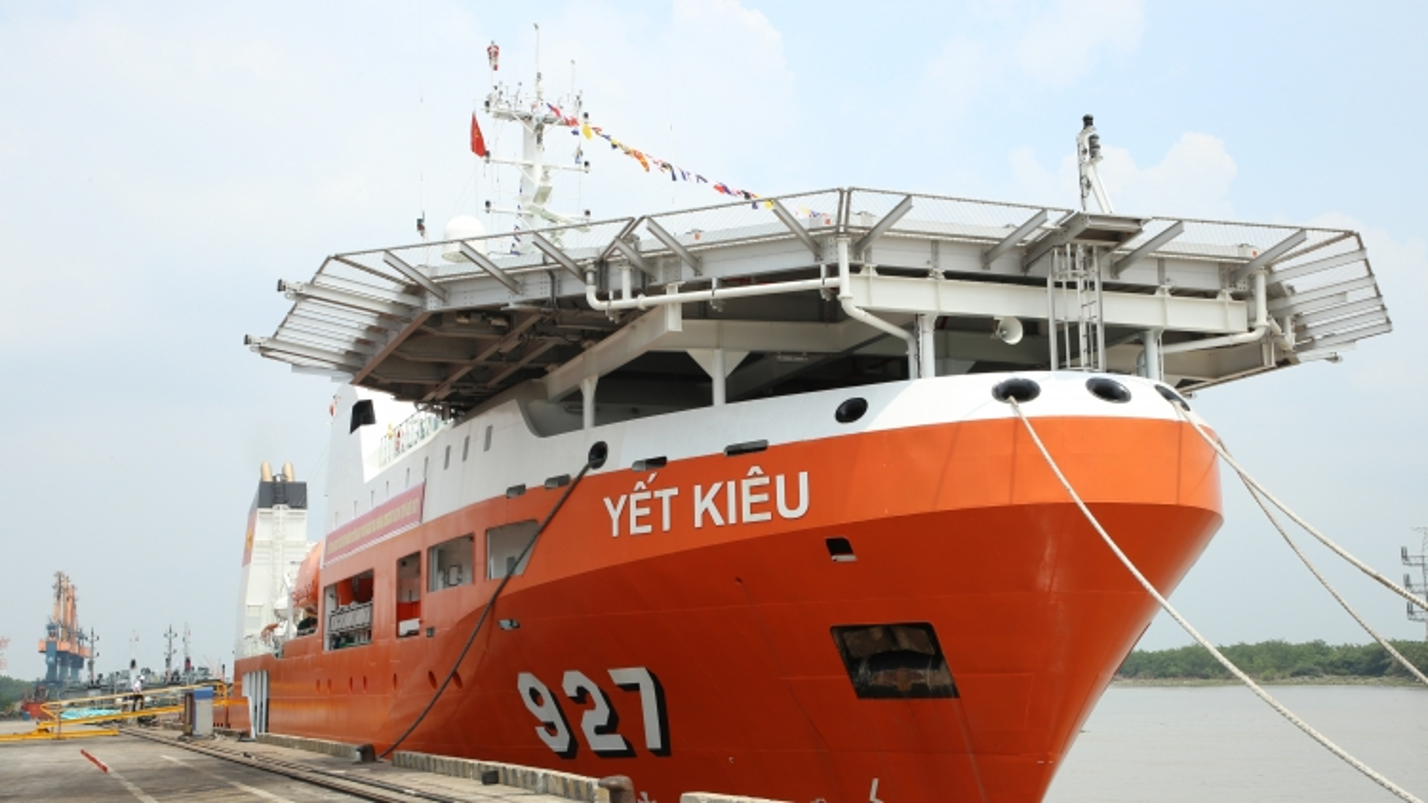 Bàn giao tàu tìm kiếm cứu nạn tàu ngầm đa năng Yết Kiêu - 927