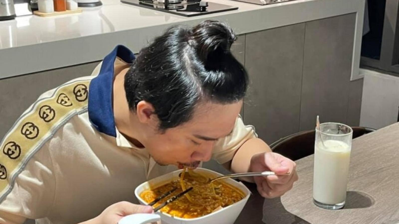 Chuyện showbiz: Hari Won tiết lộ niềm hạnh phúc của Trấn Thành chính là nấu ăn