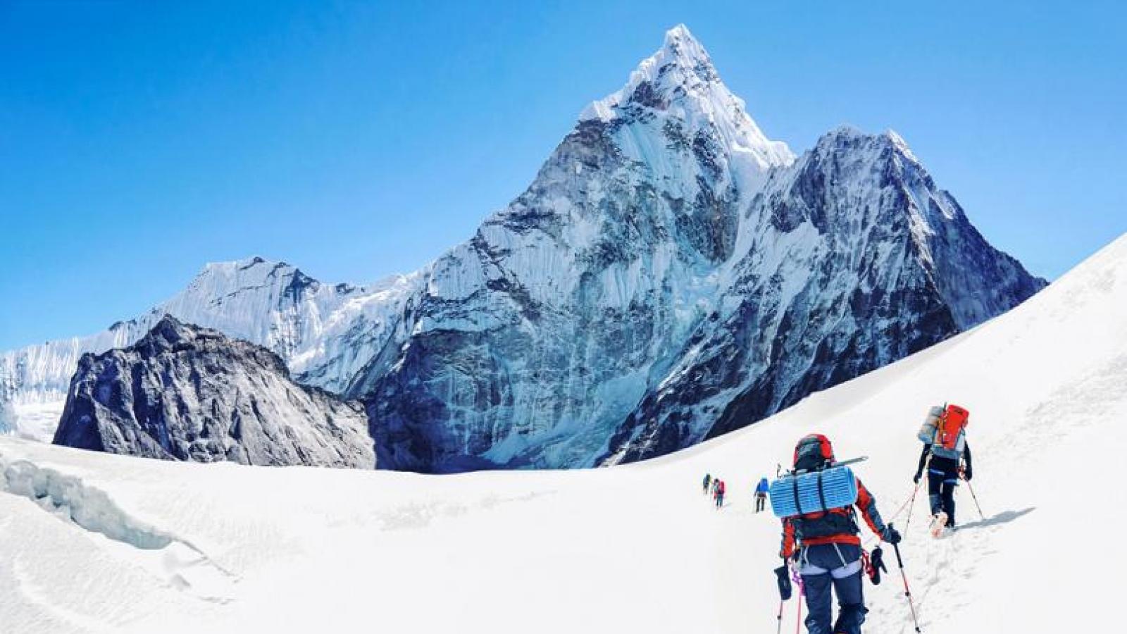 Những đỉnh núi tốn tiền tỉ để chinh phục