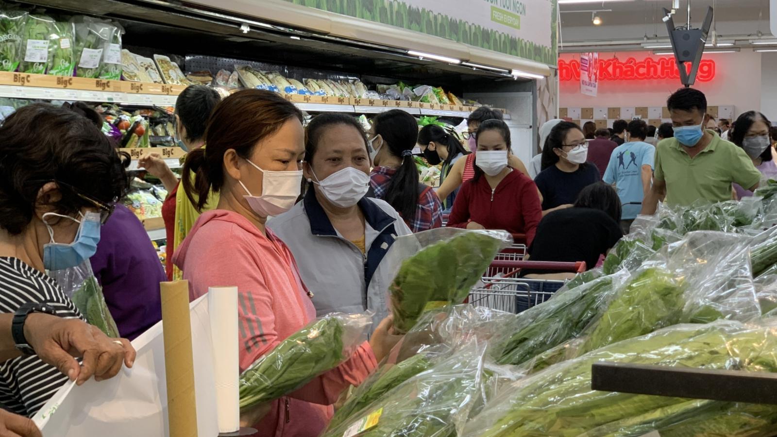 TP.HCMphát phiếu đi chợ trongthời gian giãn cách xã hội theo Chỉ thị 16
