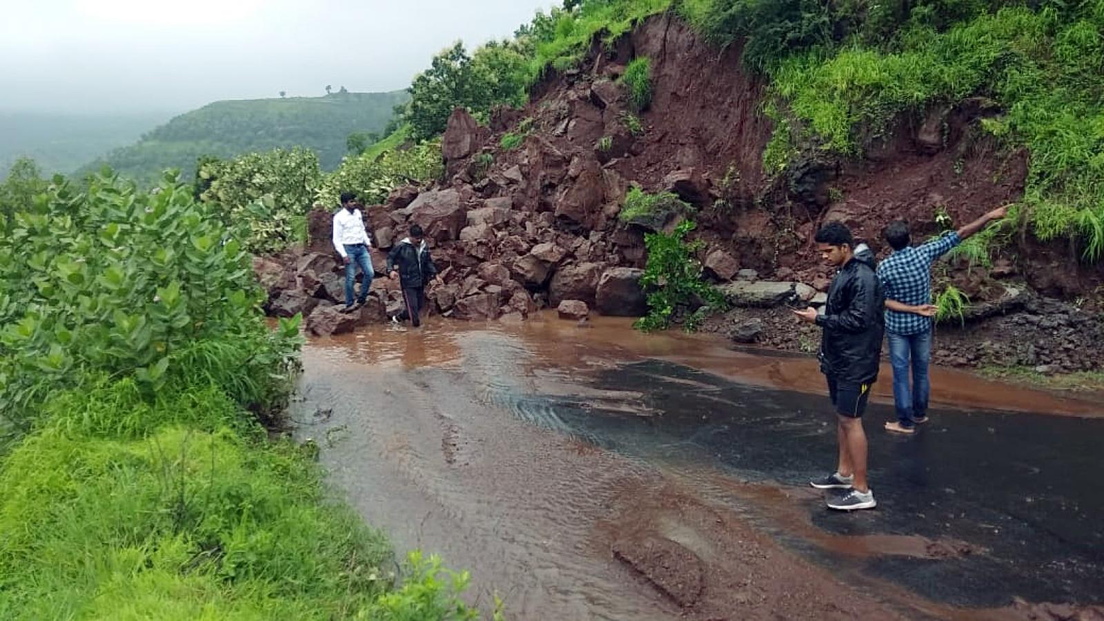 Ấn Độ huy động Hải quân cứu hộ người dân vùng lũ lụt
