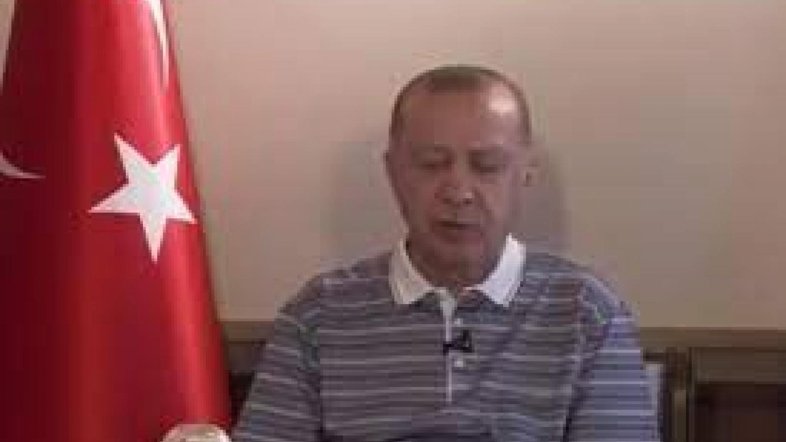 """Tổng thống Thổ Nhĩ Kỳ Erdogan """"gà gật"""" khi đang phát biểu"""