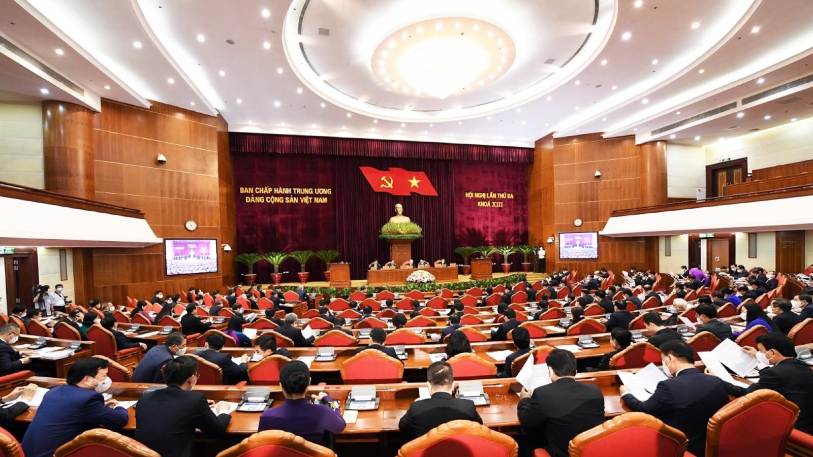 Trung ương thảo luận phương án giới thiệu bổ sung nhân sự cấp cao