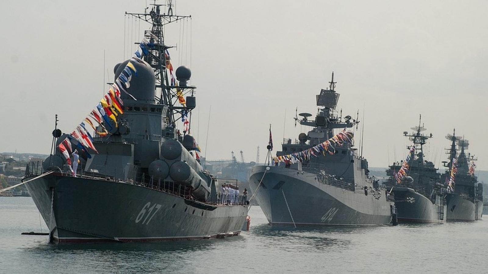 Hạm đội Biển Đen của Nga diễn tập chuẩn bị cho lễ duyệt binh Ngày Hải quân