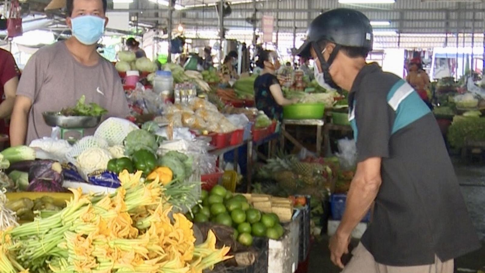 Người dân Hậu Giang bắt đầu đi chợ theo giờ