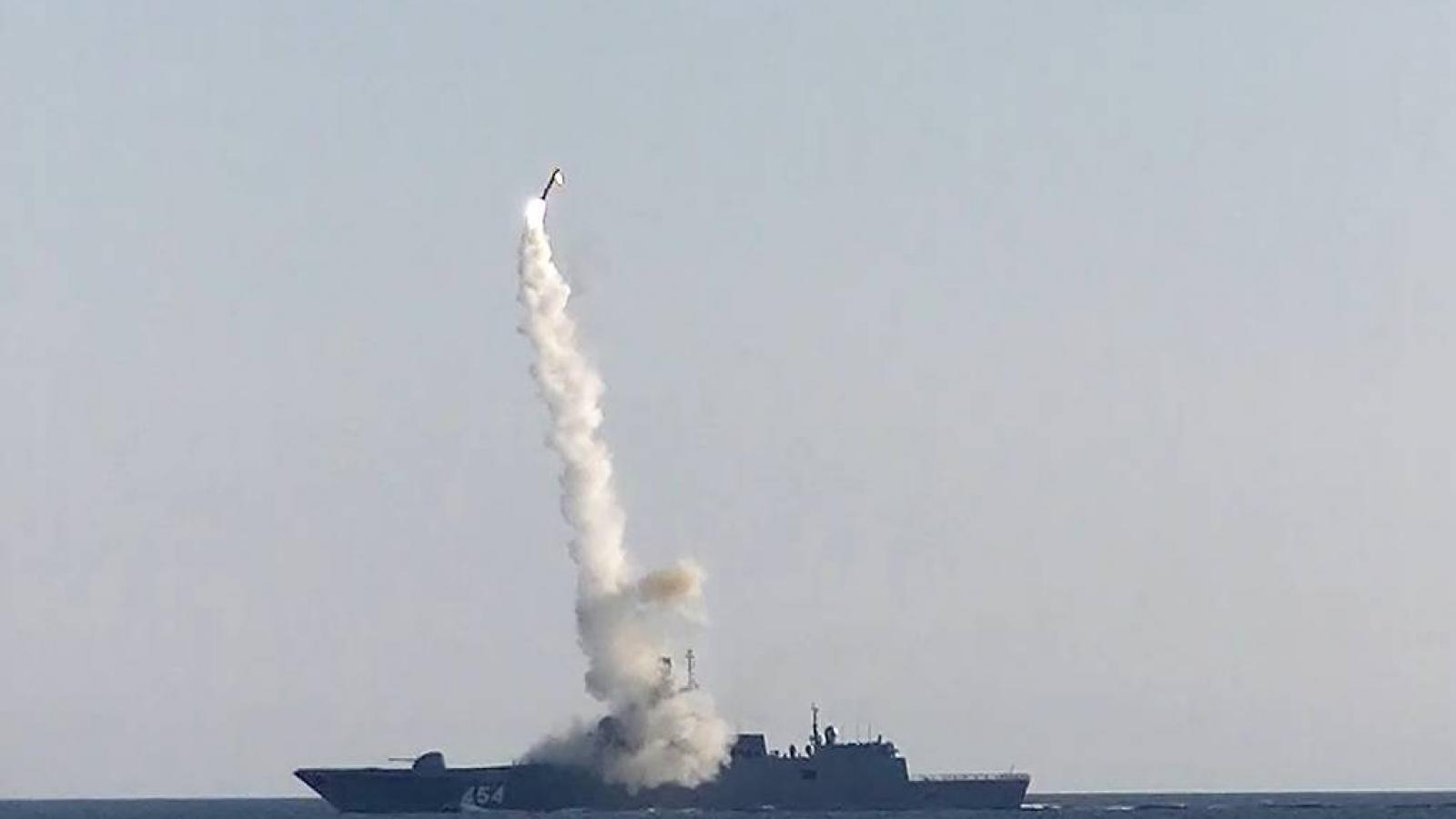 Khinh hạm Đô đốc Gorshkov phóng tên lửa Zircon trúng mục tiêu cách 350km