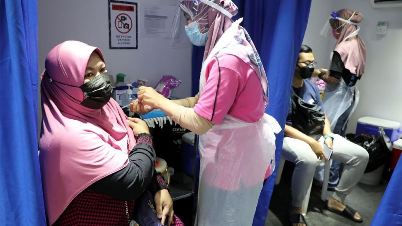 Malaysia sắp dừng sử dụng vaccine phòng Covid-19 Sinovac của Trung Quốc