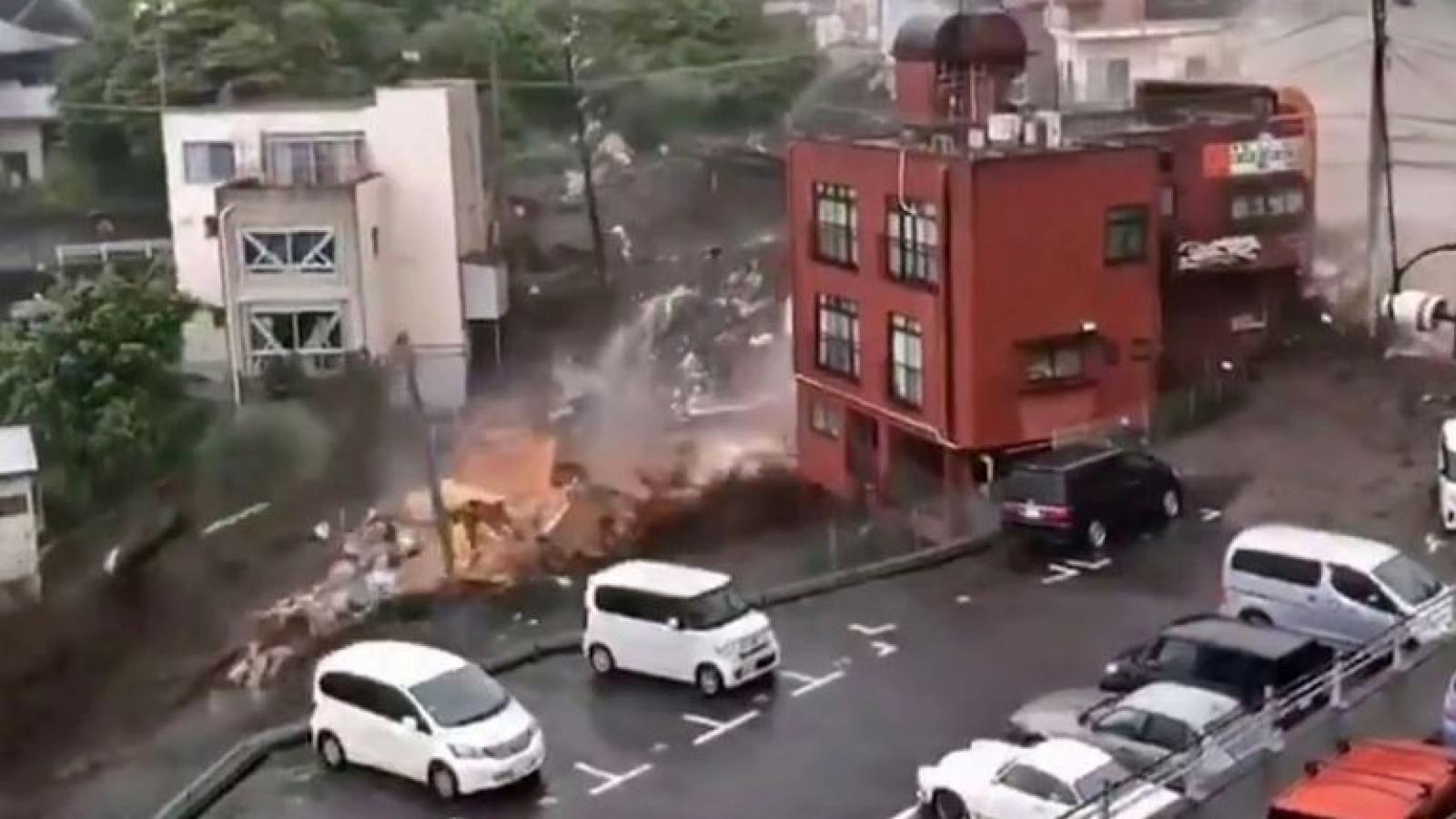 Khoảnh khắc lở đất kinh hoàng quét qua thành phố Atami, Nhật Bản khiến 20 người mất tích