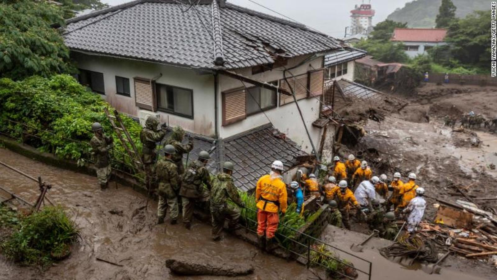 """Nhân chứng kể lại vụ lở đất ở Nhật Bản """"như sóng thần"""" đổ ập lên mọi thứ trong tích tắc"""