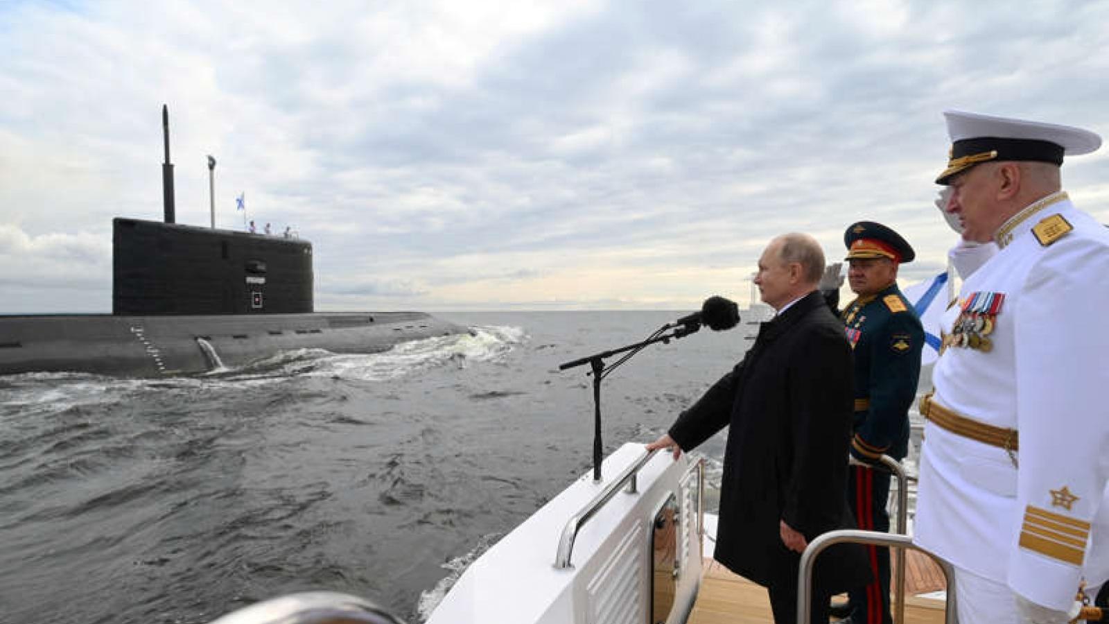 """Tổng thống Putin: Hải quân Nga có thể tiến hành """"cuộc tấn công không thể ngăn cản được"""""""