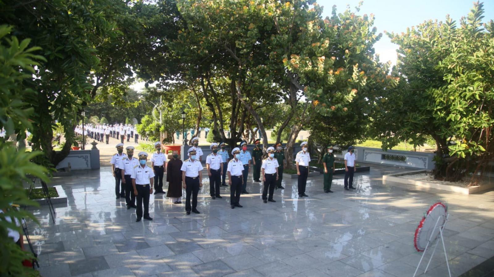 Quân dân thị trấn Trường Sa dâng hương tri ân các Anh hùng liệt sĩ