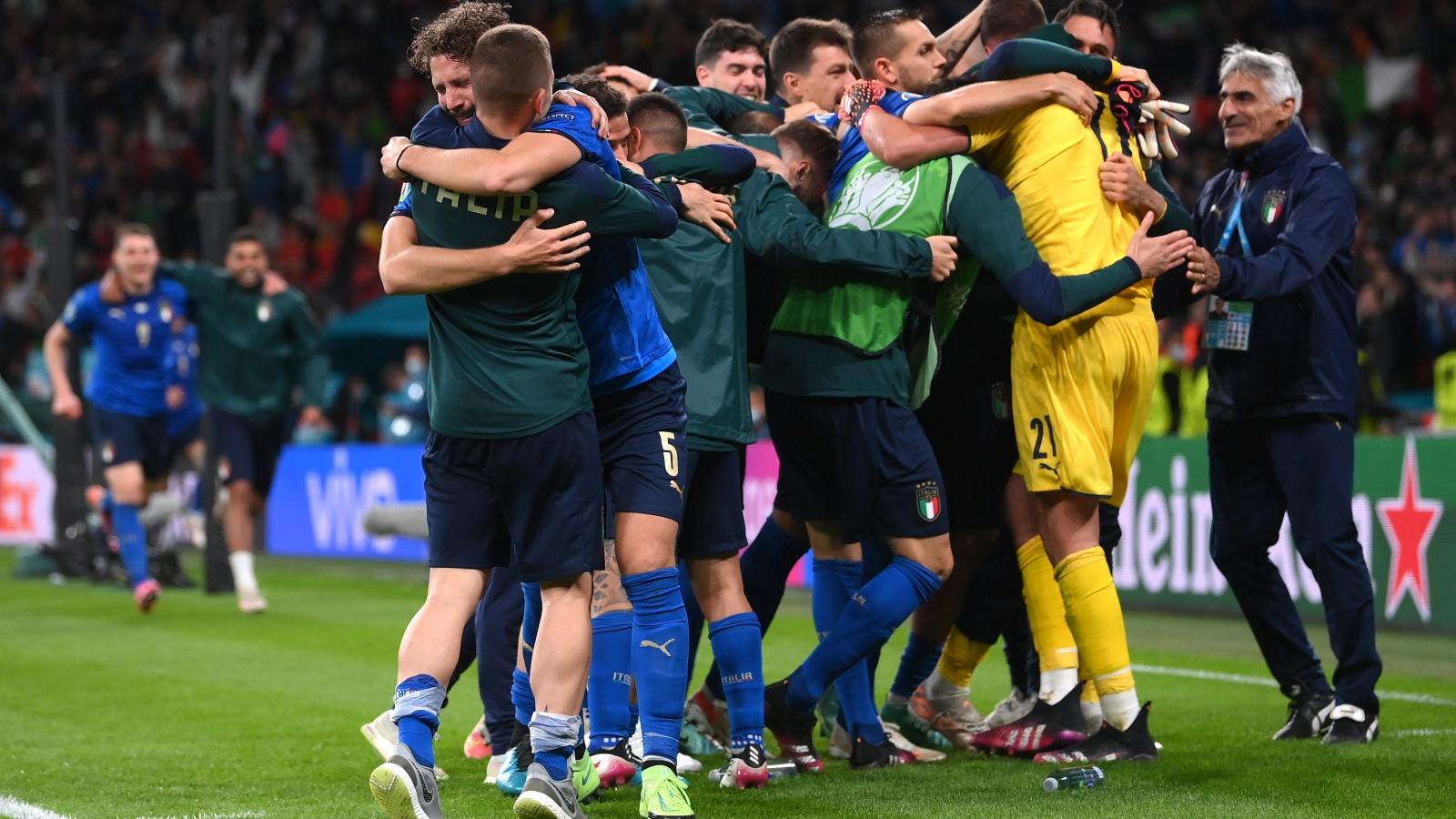 Đánh bại Tây Ban Nha trên chấm luân lưu, Italia lần thứ 4 vào chung kết EURO