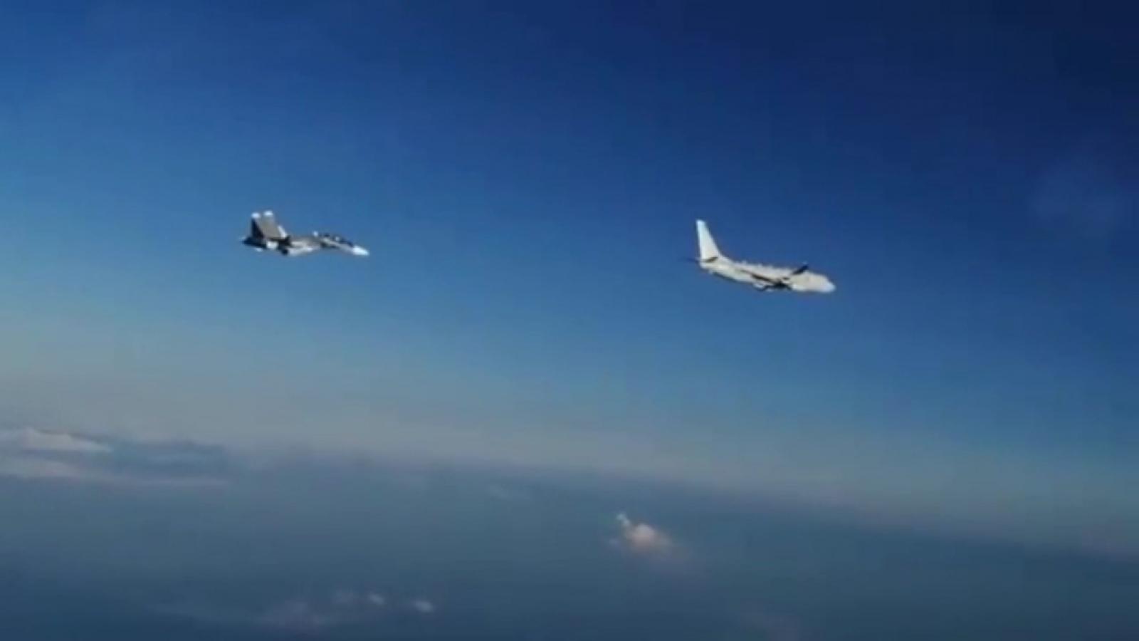 Nga điều 2 tiêm kích Su-30 chặn máy bay trinh sát Mỹ áp sát không phận ở Biển Đen