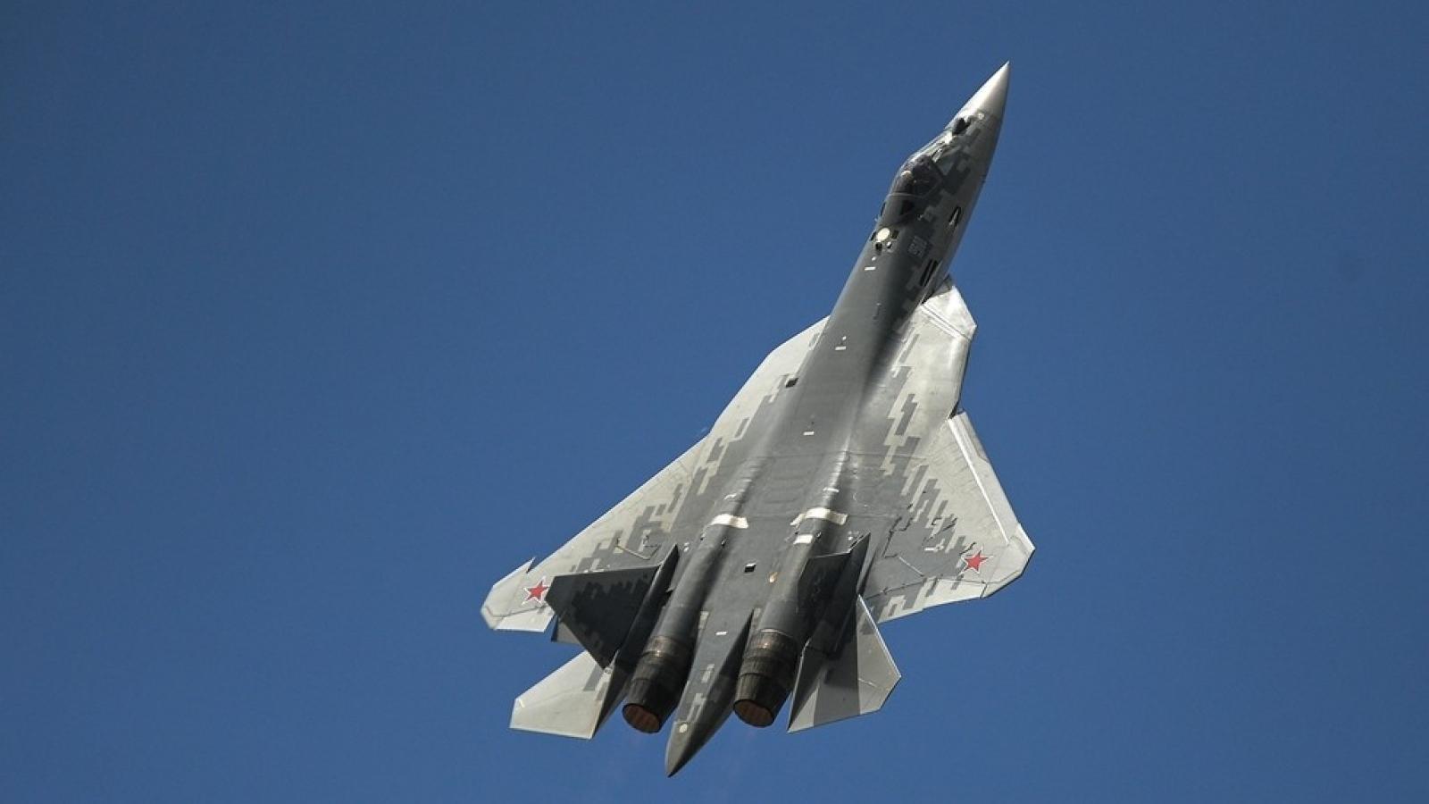 """Tiêm kích Su-57 Nga phô diễn tuyệt chiêu """"đóng băng"""" trên không"""