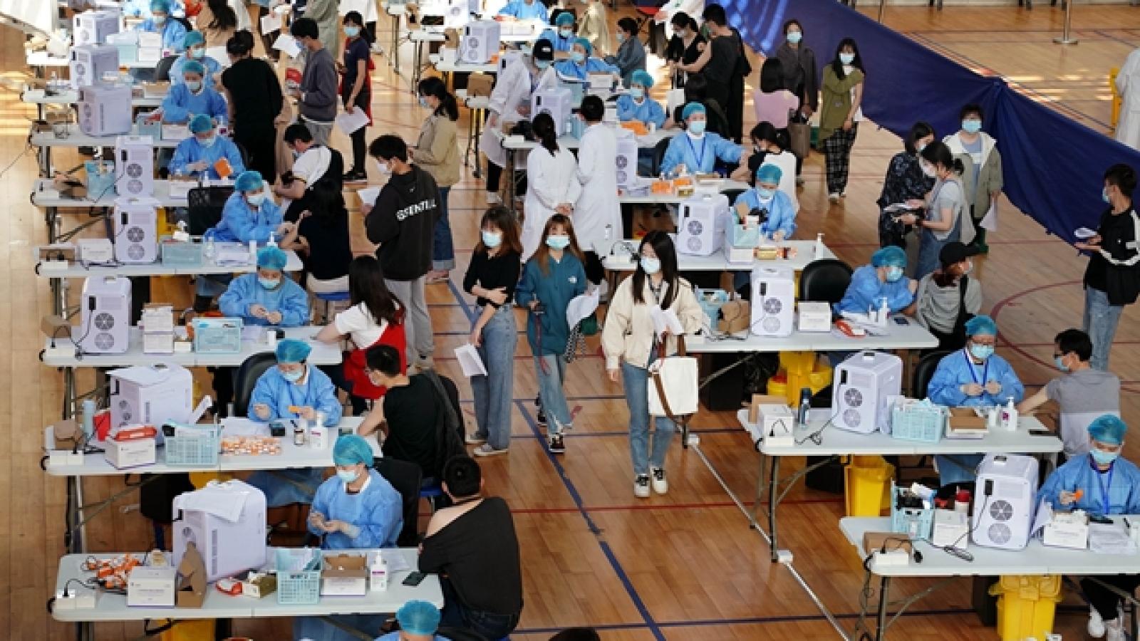 Nhiều địa phương ở Trung Quốc hạn chế đi lại với người chưa tiêm vaccine Covid-19