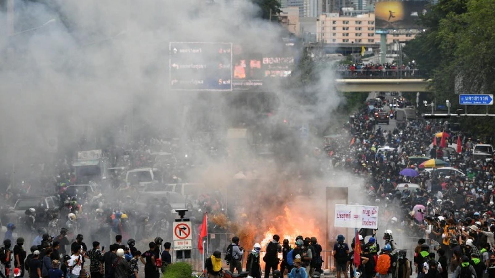 Biểu tình lớn ở Thái Lan phản đối cách thức chính phủ ứng phó đại dịch Covid-19