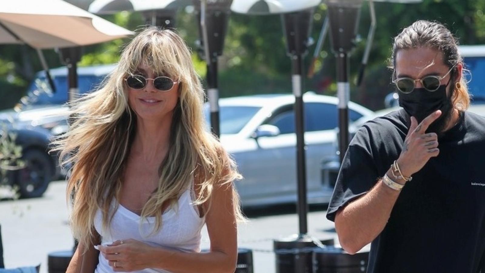 Siêu mẫu Heidi Klum gợi cảm đi ăn trưa cùng chồng trẻ
