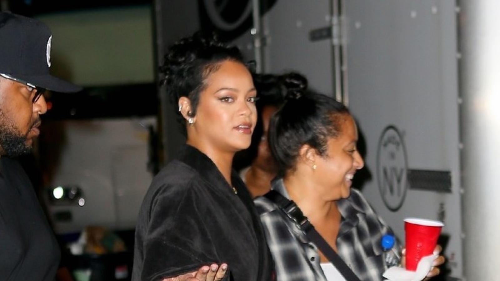 Rihanna tái xuất khác lạ trên phim trường