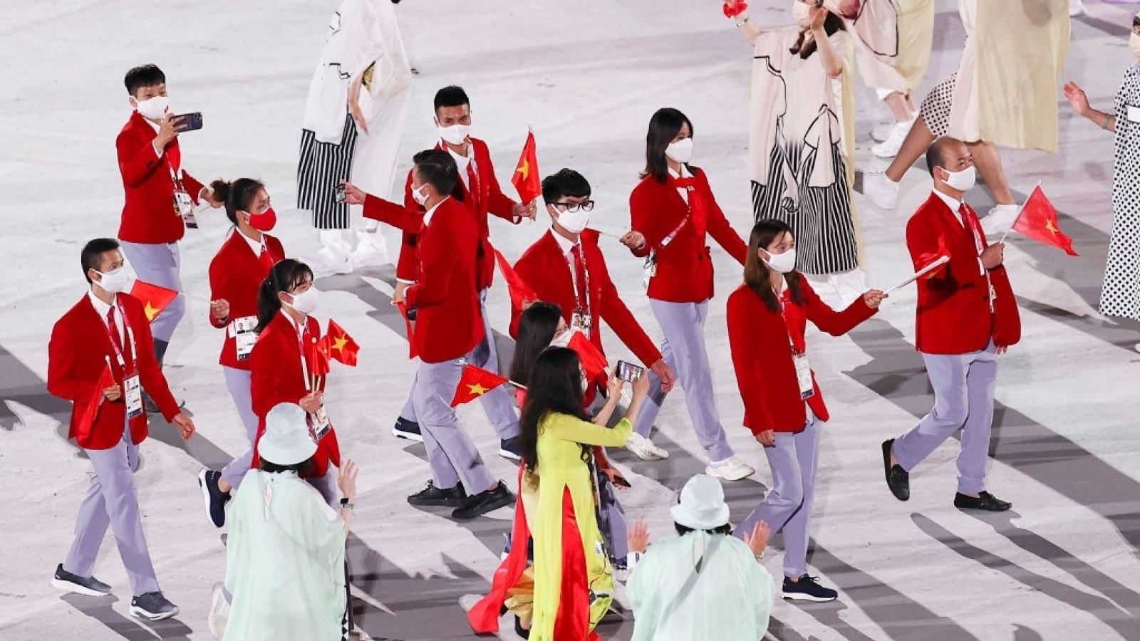 Khoảnh khắc Đoàn Thể thao Việt Nam diễu hành tại Lễ khai mạc Olympic Tokyo 2020