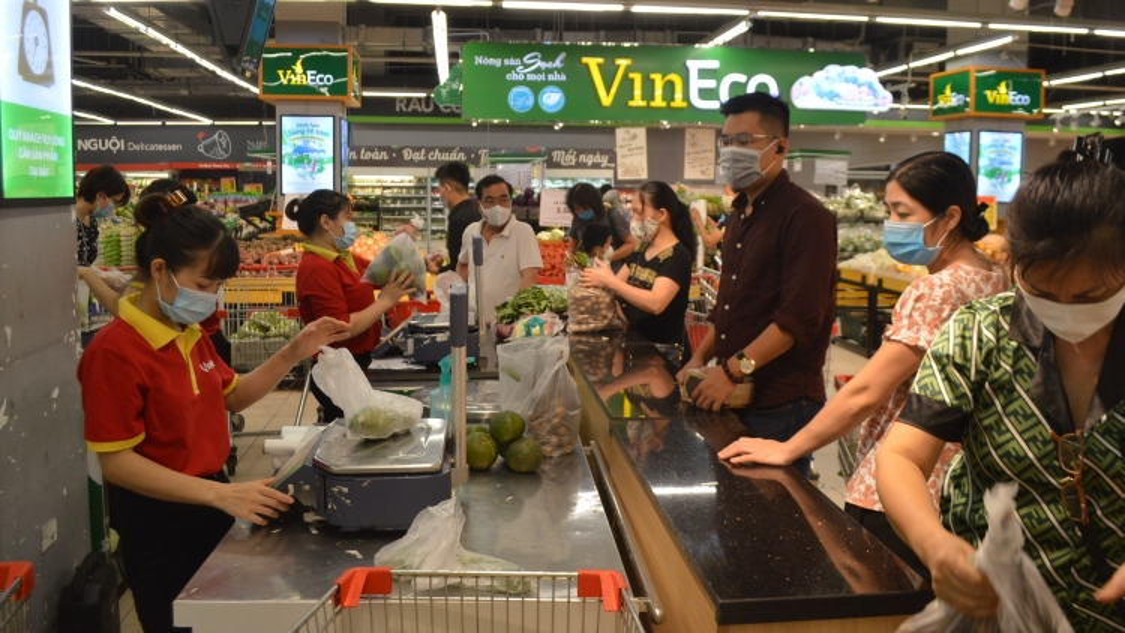 Hanoi ensures supply of essential goods amid COVID-19 threat