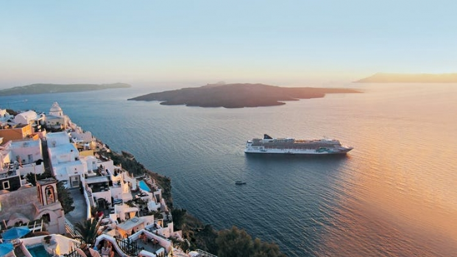 Du thuyền quay lại Hy Lạp sau 500 ngày rỗng khách