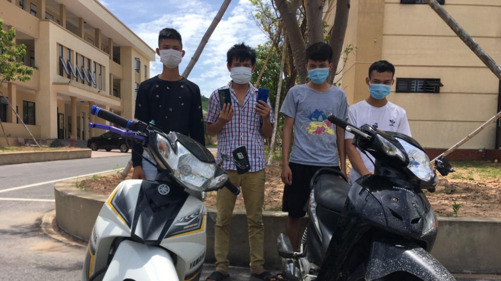 Bốn thanh niên chặn đường 2 bé gái cướp tài sản