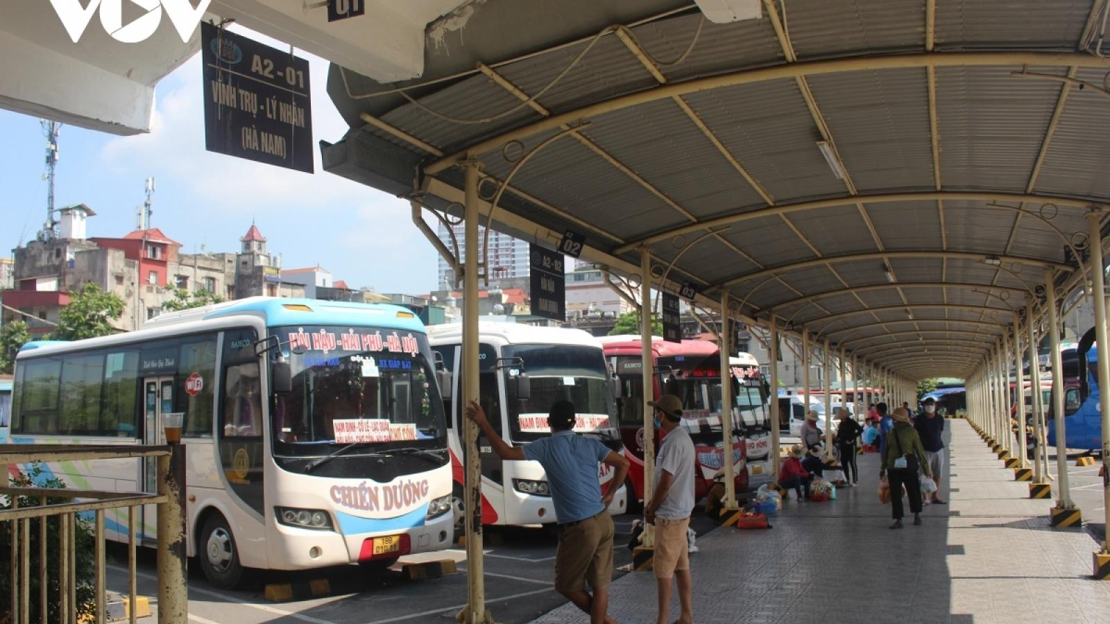 Bến xe ở Hà Nội lại đìu hiu vì Covid-19