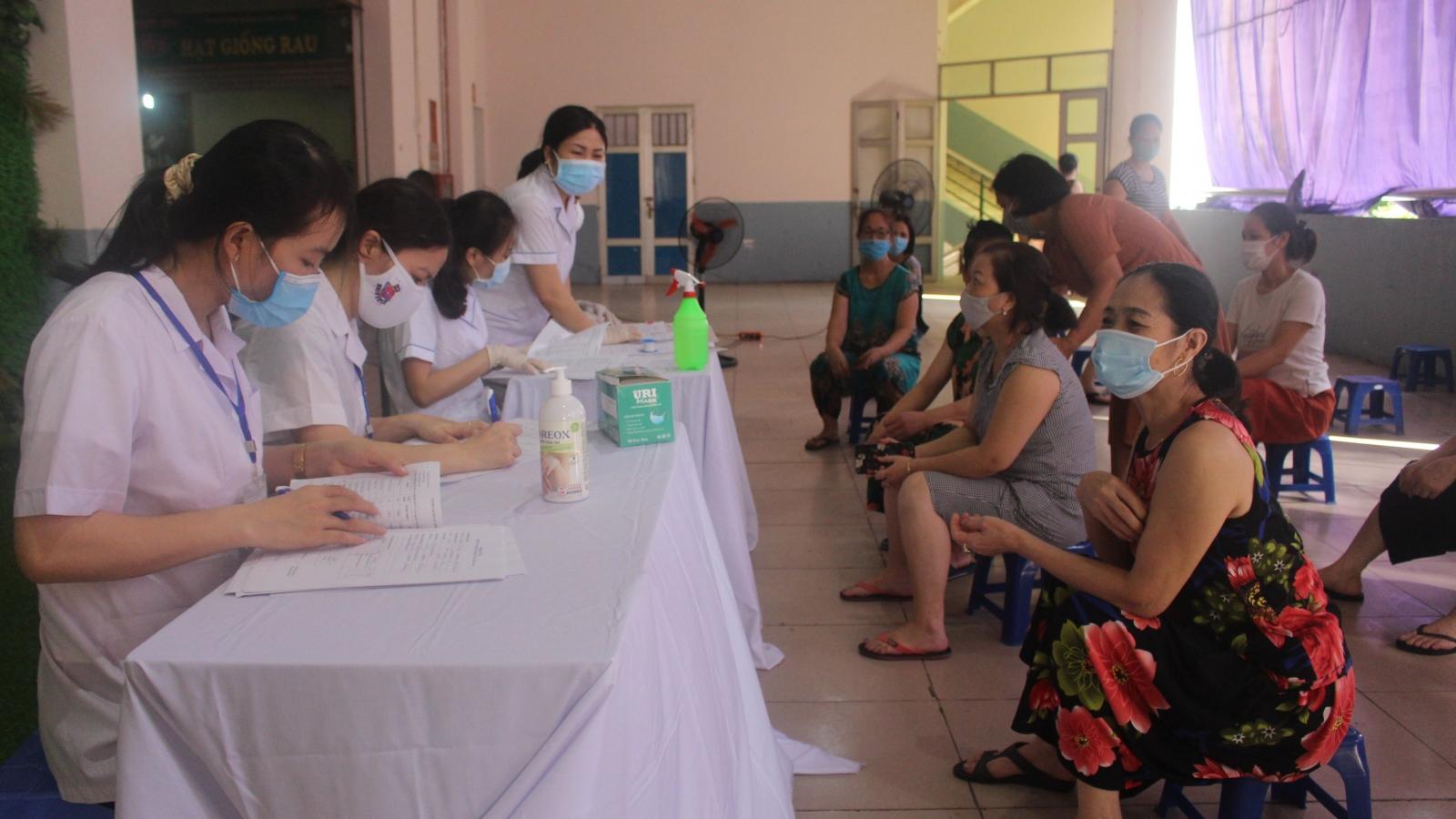 Người dân có nguy cơ cao mắc Covid-19 ở Hà Nội được test PCR miễn phí