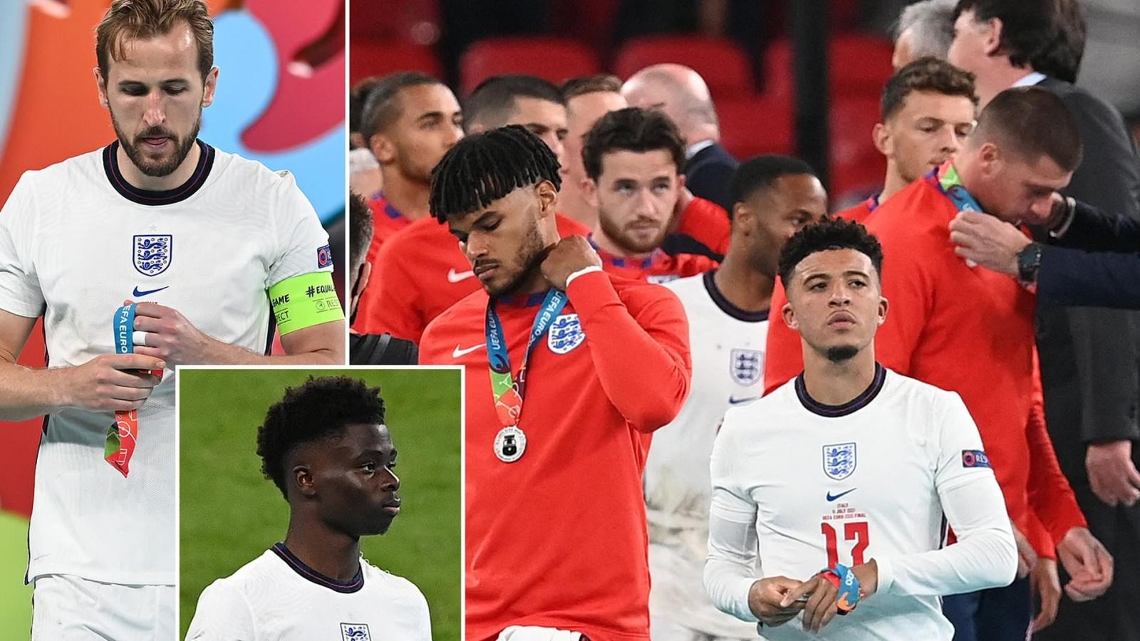 """ĐT Anh bị """"ném đá"""" vì tháo bỏ huy chương bạc EURO 2021"""