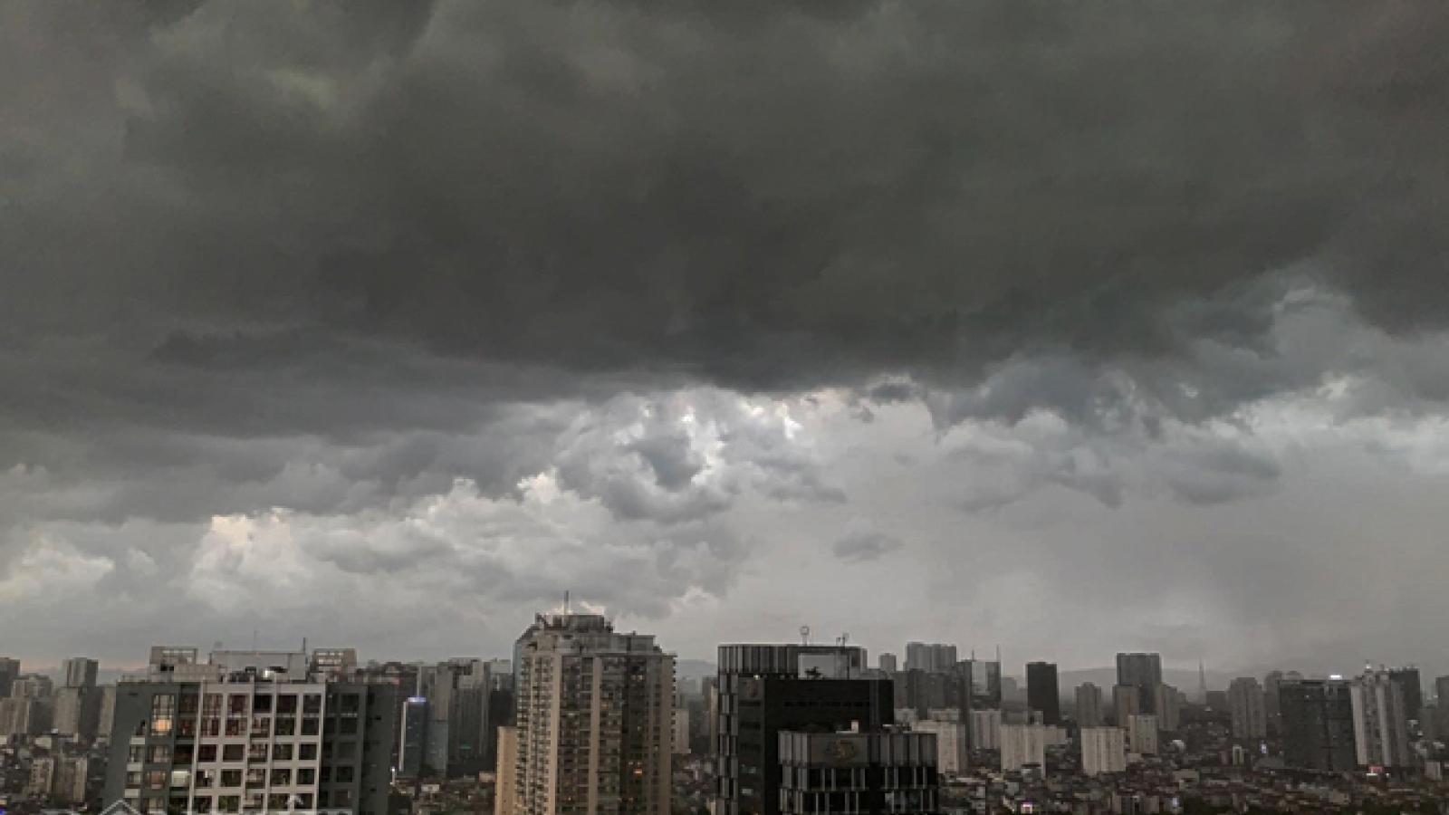 Thời tiết hôm nay (24/7): Cảnh báo mưa dông trong nội thành Hà Nội