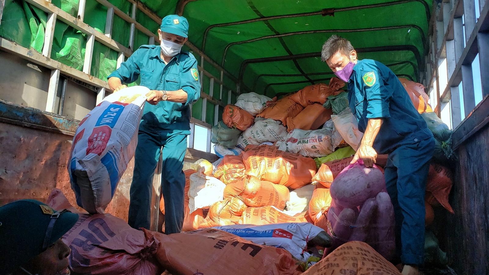 Người dân Nghệ An quyên góp hơn 350 tấn hàng hóa gửi vào TP.HCM